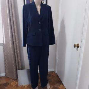 Kasper pantsuit navy pinstripe sz 8P